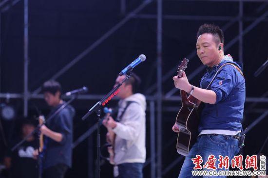 图为2016大学城·钓鱼城国际音乐节开幕现场 高吕艳杏摄