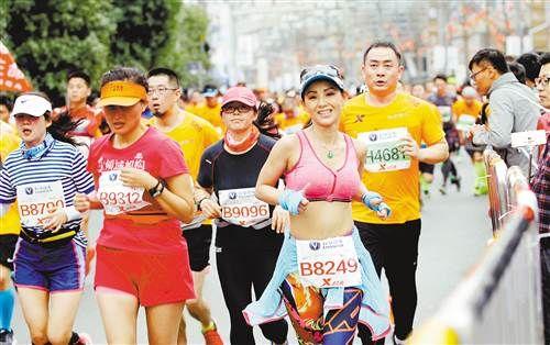 """2017重庆国际马拉松赛玩出""""新花样"""""""
