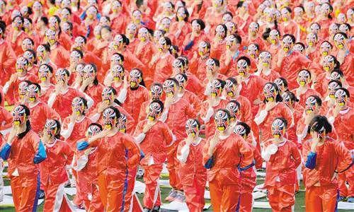 3000学生精彩演绎戏曲文化