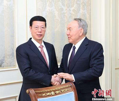 4月18日,中国国务院副总理张高丽在阿斯塔纳会见哈萨克斯坦总统纳扎尔巴耶夫。钟欣 摄