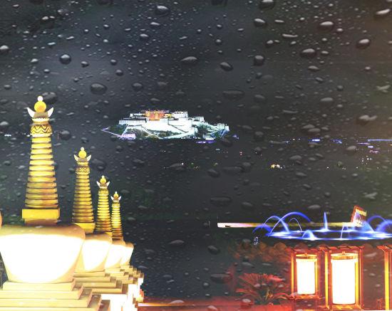 夜色苍茫梦幻般的布达拉宫。