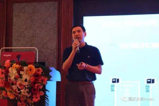 国际电气与电子工程师协会院士(IEEE Fellow)、深圳市物联网智能应用协会首席专家张良杰在重庆演讲现场。主办方供图