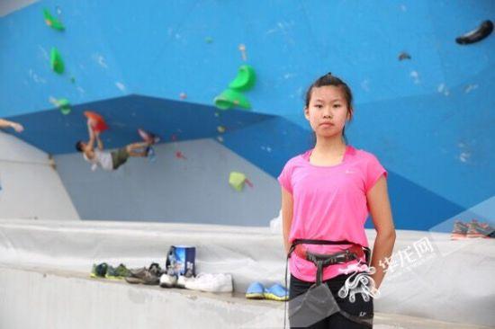 第十三届全运会群众比赛攀岩项目重庆选拔赛上年龄最小的选手毕丁予。记者 刘嵩 摄
