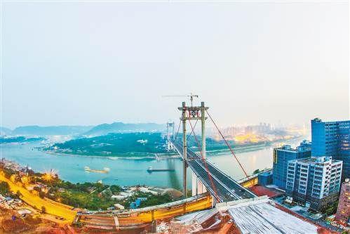 建设中的寸滩长江大桥。(本报资料图片)见习记者 苏思 摄