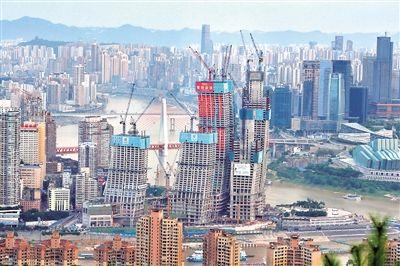 重庆来福士广场T4S塔楼正式封顶。记者 甘侠义 摄