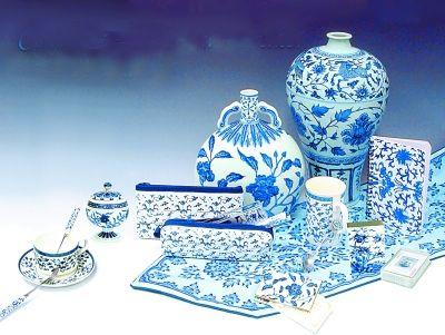 青花纹饰系列文创产品。
