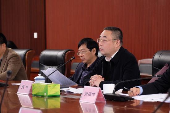 图为重庆市商务委副主任熊林发布渝交会情况。主办方供图