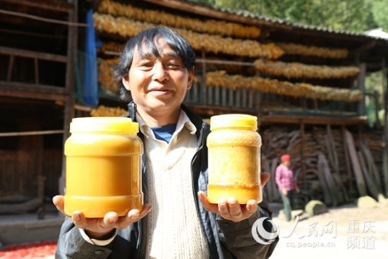 石柱县中益乡蜂农马世祥今年蜂蜜产量创新高。胡虹/摄