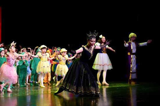 重庆原创儿童芭蕾舞剧演出现场