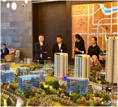 3.九龙坡区教育委员会主任熊孝良参观印江州项目