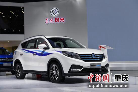 图为 图为 风光S560 1.5T、风光580混动车型首次亮相重庆车展。东风风光供图