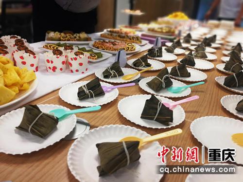 图为:元祖专场美食品鉴会现场美食。 固守科技服务集团供图