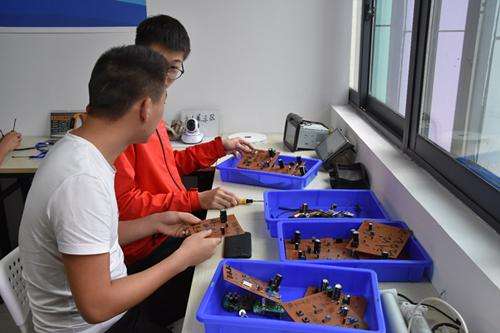 公司现场画面 重庆水利电力职业技术学院供图