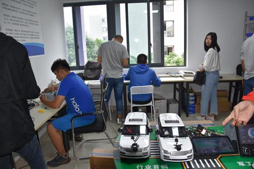 公司现场画面。 重庆水利电力职业技术学院供图