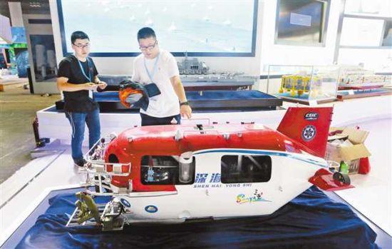 """中国自主研发的""""深海勇士"""",已在国际上具备技术引领能力。本栏图片均由记者罗斌摄"""