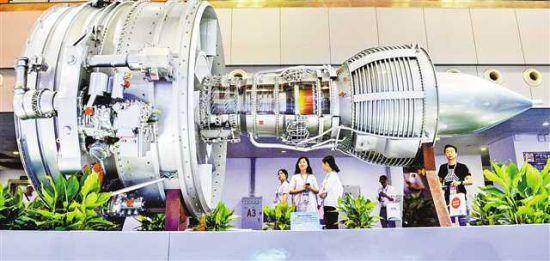 6月22日,在中国航空发动机集团有限公司展台,具有低排放、低噪声、低油耗特点的民用大涵道比涡扇发动机在此展示。
