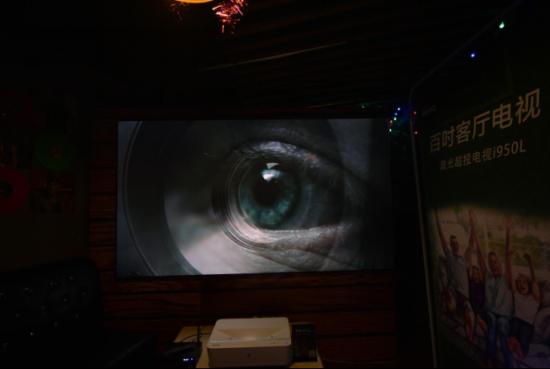 图为明基激光超投电视屏幕实拍图。 主办方供图