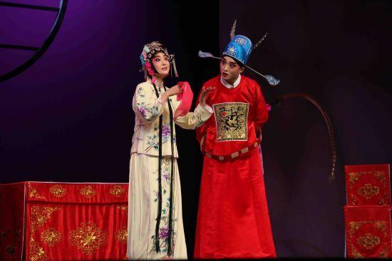 《三房会审》根据传统川剧《三瓶醋》改编 张颖绿荞 摄
