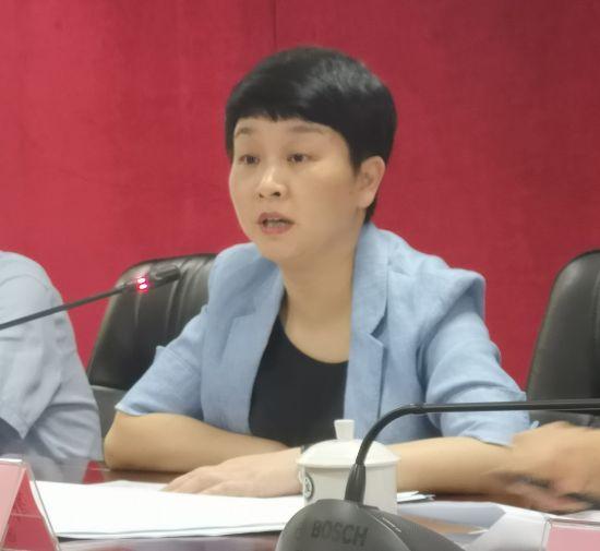 图文重庆市教育委员会总会计师郭小萍介绍学生资助情况。摄影 刘贤