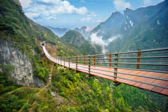 图为天门洞索桥。武陵山大裂谷景区供图.jpg