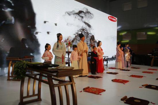 重庆鲁能·珊瑚鲁能小学的新生行拜师礼现场。主办方供图