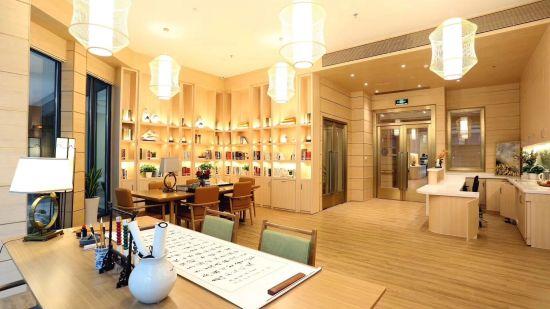 椿山万树•重庆新壹城颐年公寓公共活动空间。 龙湖地产供图