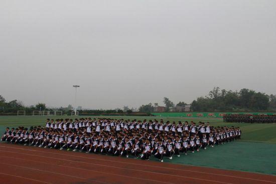重庆梁平职教中心举行2018年新生国防教育成果展暨座谈会