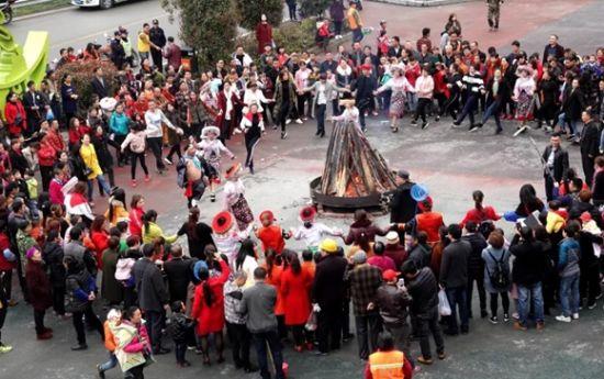 苗家特色篝火晚会。万盛经开区党工委宣传部供图