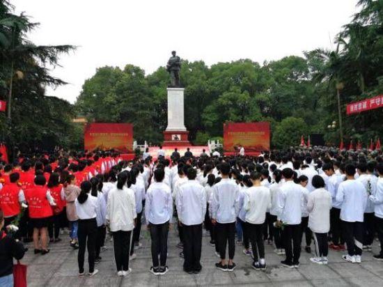铜梁区举行缅怀邱少云革命烈士教育实践活动