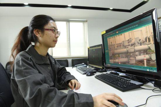 图为 工作人员。江津供电公司供图