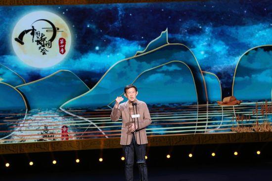 图为《中国诗词大会》点评嘉宾王立群发言。 黄学礼摄