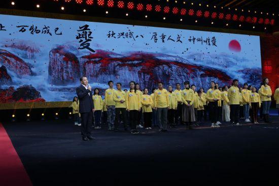 """图为中共奉节县委书记杨树海特别点评""""夔""""字。 黄学礼摄"""