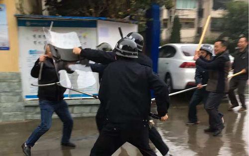 合川香���香��小�W�_展反恐防暴��急疏散演�