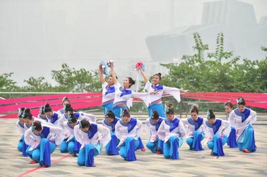 全国广场舞展演活动在重庆南岸集中展演