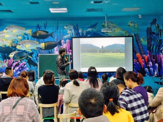 图为李元胜《昆虫之美2:雨林秘境》分享会现场。重庆海洋探索中心供图