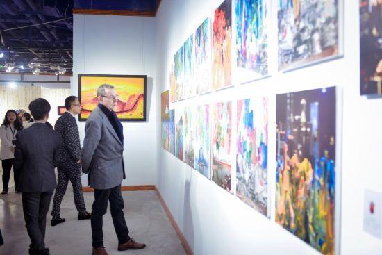 """图为瑞士艺术家安东尼奥·威利2018重庆个展""""艺术家花园""""现场。 主办方供图。"""