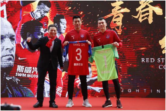 """重庆斯威出征新赛季 足球明星成为""""斯威汽车体验官"""""""