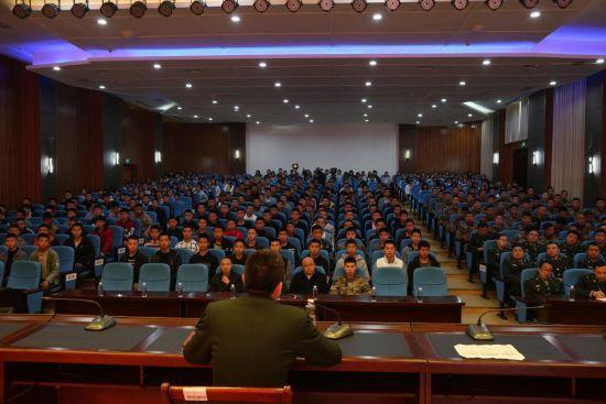 500余名师生聆听国防教育政策宣讲