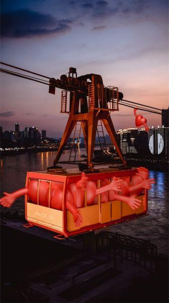 在长江索道£¬红心一边乘坐索道£¬一边欣赏两岸的风光¡£
