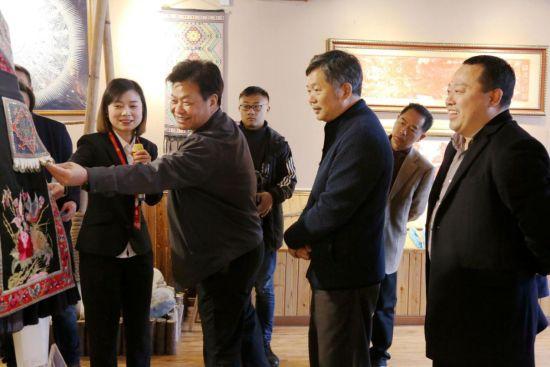 调研组一行参观民族展览厅