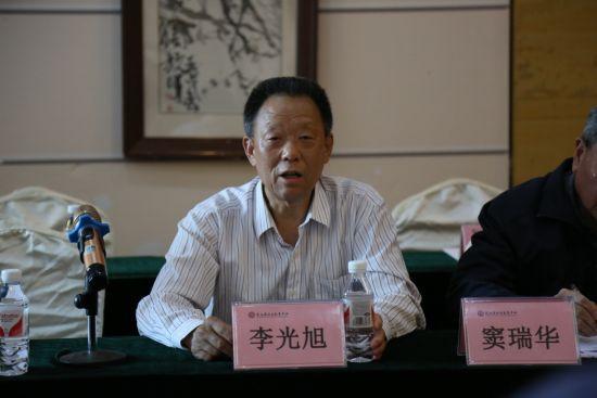 图为 重庆市职教学会常务副会长兼秘书长李光旭讲话