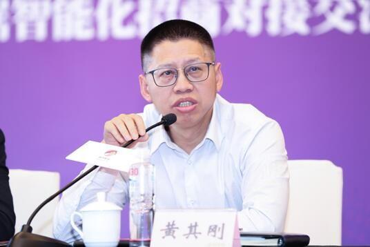 重庆高新区管委会副主任黄其刚。主办方供图