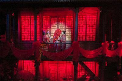 图为《梦幻桃源》的表演现场 景区供图