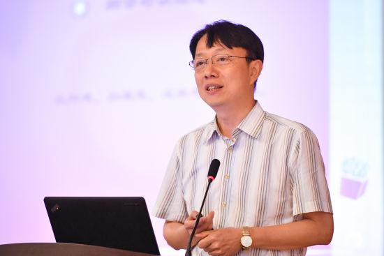 图为重庆南开中学校长田祥平作学术报告。 课堂内外杂志社供图