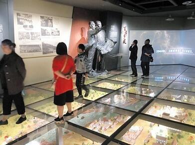 北碚历史文化陈列馆吸引众多游客参观。