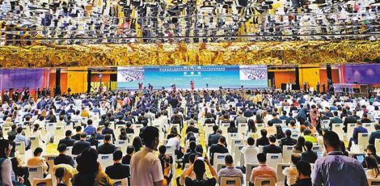 5月11日,第四届丝博会西安开幕。 本栏图片均由记者 熊明 摄