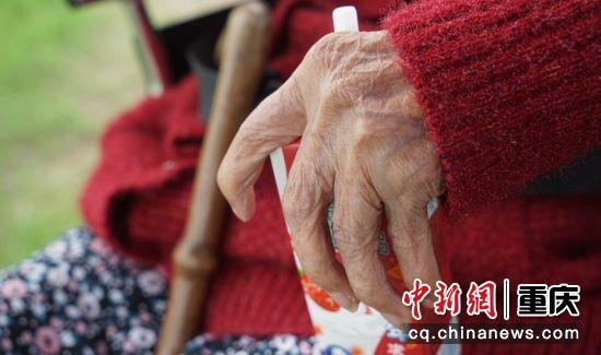 品着牛奶,看重庆两江巨变。