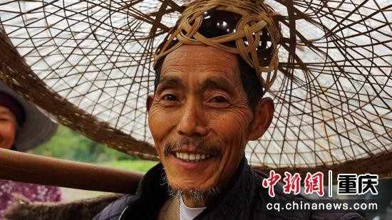 涪陵马武镇碑记村一组的78岁老人任治福,讲述起碑记桥的历史与保护工作如数家珍,神采飞扬。