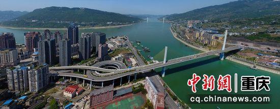 涪陵乌江二桥2004年10月开建,位于乌江口上游500米处,东岸连接涪陵江东开发区,直接与涪丰公路相连,西侧与涪陵主城区紧密相接。2009年9月25日竣工。