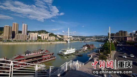 涪陵区随三峡工程的兴建,狠抓旅游基础设施建设,提档升级旅游码头,为上下游船停靠提供现代标准化物流设施。
